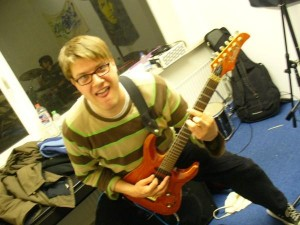 Jonas mit Gitarre